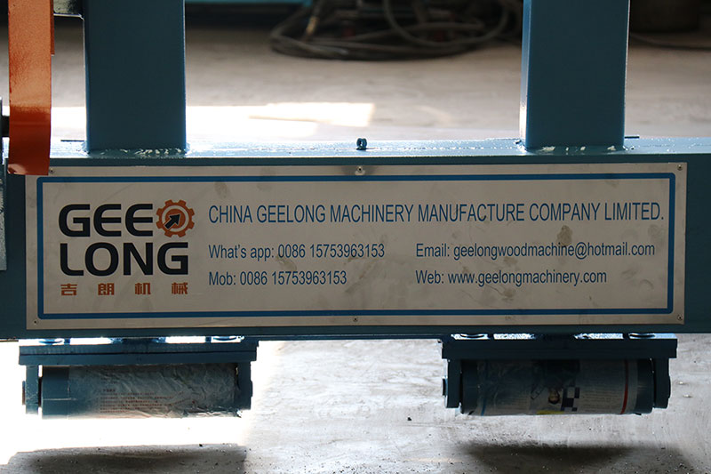 Geelong machinery exported two container:8feet hydraulic single chuck spindle veneer peeling machine, hob rotary cutter machine, spindle veneer peeler spare parts, veneer patching machine to our clients in Indonesia.