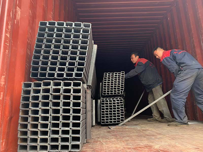 Geelong machinery exported one container:board roller conveyor machine, plywood pneumatic alignment device and square tube for building shed structure to Indonesia.