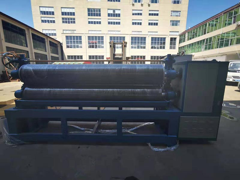 Geelong machinery exported one container:9feet pneumatic glue spreader machine, veneer jointer machine using after veneer edge grinder machine, glue spreader machine squeezing roller, board conveyor, and glue tapes to Indonesia.