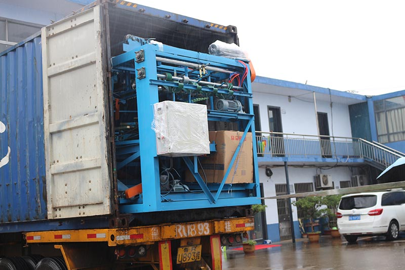 Geelong machinery exported one container:veneer composer/builder/jointer machine, glue thread, mending glue tapes to Indonesia.