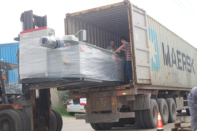 Geelong machinery exported one container, veneer edge grinding machine, veneer jointing machine, and spindleless veneer peeling machine and other plywood factory consuming materials, like packing belts, glue granules, thread for veneer composer machine to our clients in Indonesia.